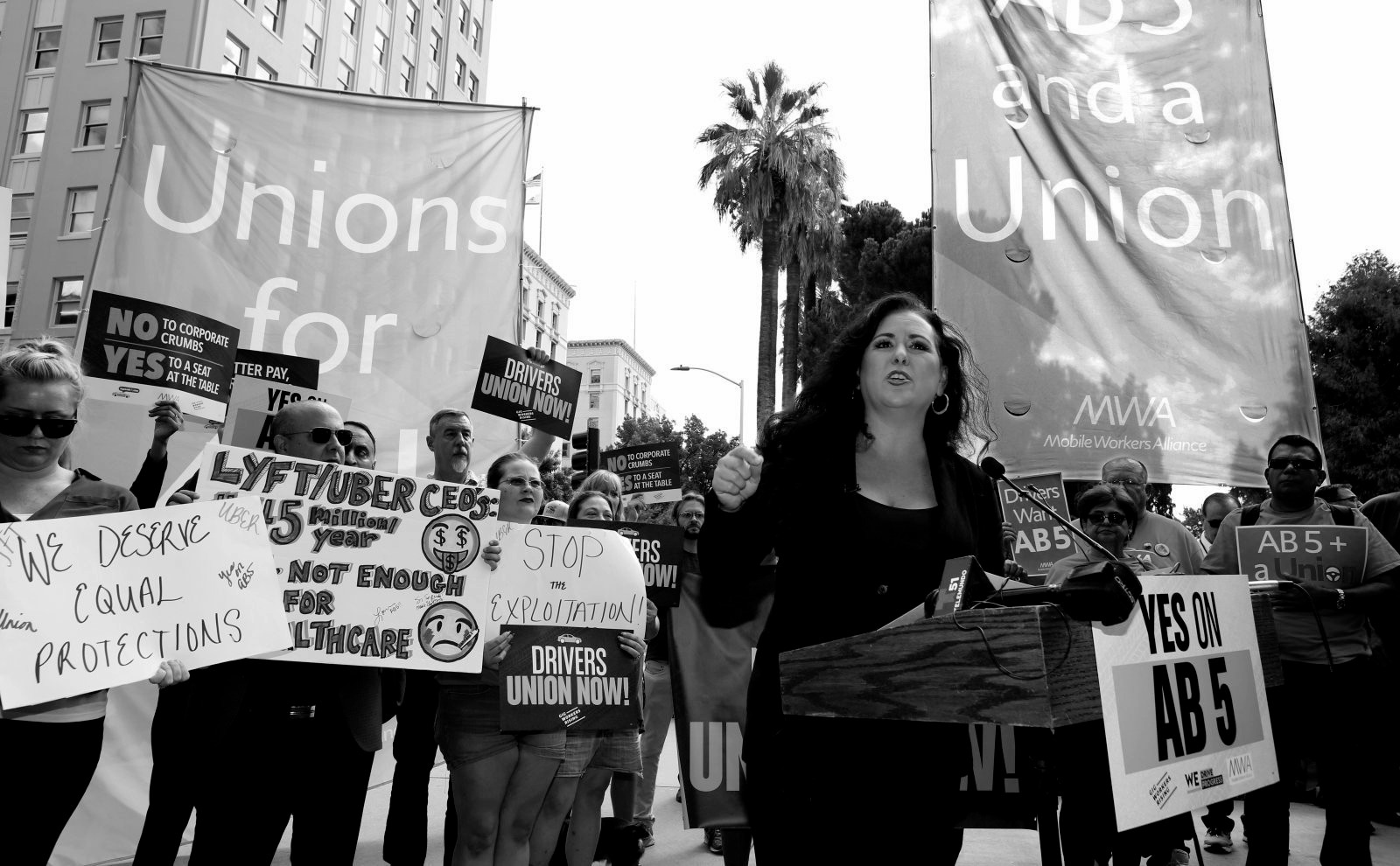 Califórnia aprova projeto de lei em favor dos trabalhadores de aplicativos