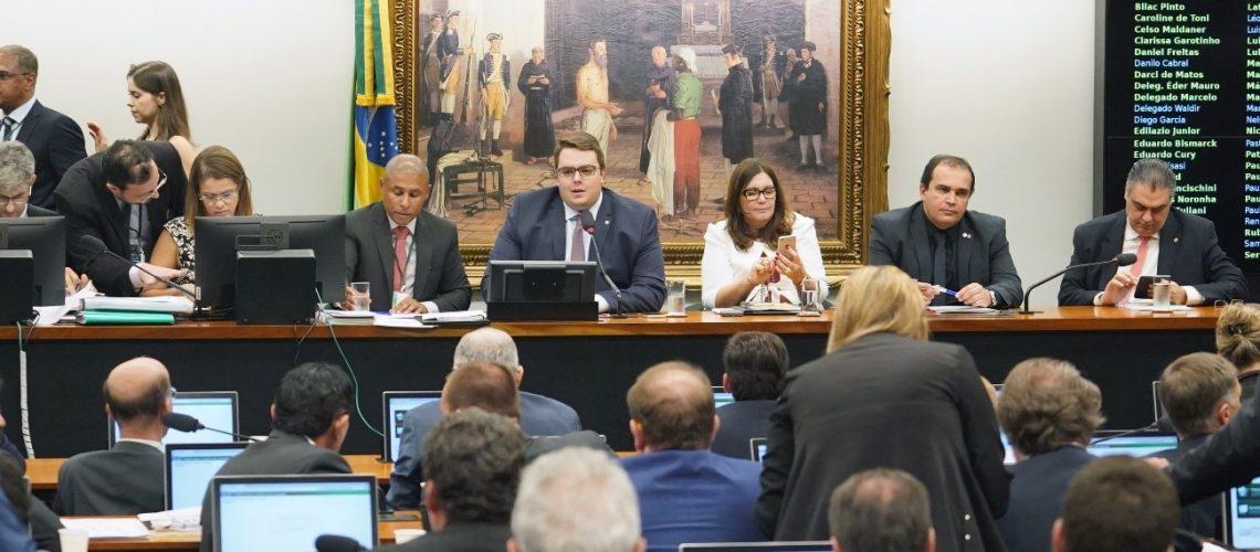 CCJ aprova a reforma na Câmara